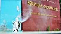 Quân đội phun tiêu độc khử khuẩn Bệnh viện K Tân Triều