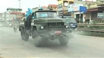 Bốn xe đặc chủng phun khử khuẩn, tiêu độc khu vực phong toả tại Thường Tín