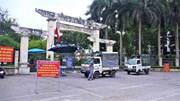 Lập chốt ngăn người dân trèo rào tập thể dục tại công viên