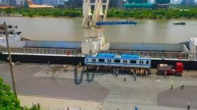 'Mục sở thị' 2 đoàn tàu metro được đưa lên xe siêu trường siêu trọng