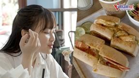 Bánh kẹp tôm hùm Canada lạ miệng, bán gần trăm chiếc mỗi ngày