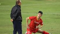 Thầy Park 'ép' tuyển VN luyện công dưới mưa, nhắc nhở Đình Trọng, Hải Quế