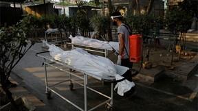 Covid-19: Ấn Độ chạm đỉnh ca tử vong, nhiều thi thể bị bỏ mặc