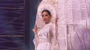 Vượt sự cố và đau đớn, Khánh Vân tự tin trình diễn tại Miss Universe 2020