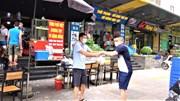 Hàng ăn, cà phê Hà Nội hối hả thu dọn bàn ghế, chỉ nhận bán mang về