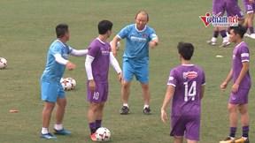 HLV Park 'cười thả ga', chơi bóng đuổi cùng Công Phượng trước ngày sang UAE