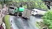 Xe tải vào cua ẩu, đâm trực diện xe ben ở Yên Bái