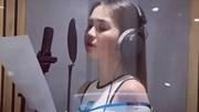 Ngọc Trinh khoe giọng hát trong phòng thu, tự tin lấn sân làm ca sĩ?