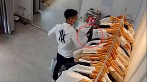 Khoảnh khắc thanh niên đi cướp áo và chân váy về tặng bạn gái