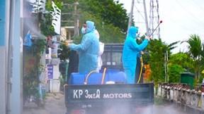 Xe chuyên dụng phun khử khuẩn 4 tuyến đường ở TP.Thủ Đức