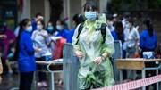 Sĩ tử Hà Nội 'đội mưa' đi thi vào lớp 10