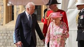Tiếp đón TT Mỹ tại lâu đài Windsor, Nữ hoàng Anh hỏi về 2 nhân vật đặc biệt