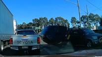 Vượt tốc độ cao khi qua điểm giao cắt, ô tô lật nhào