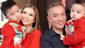 Vợ chồng Phạm Thanh Thảo quây quần khui tiền trong lu