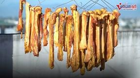 Nắng nóng 'héo người', chị em Hà thành mách nhau mua nửa tạ thịt về phơi