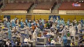 Hàng nghìn người Sài Gòn chật kín tiêm vắc xin Covid-19 ở NTĐ Phú Thọ
