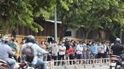 Hàng nghìn người xếp hàng trước cổng Bệnh viện 175 chờ xét nghiệm Covid-19