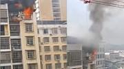 Công nhân dùng cần cẩu tháp cứu cậu bé bị kẹt trong căn hộ bốc cháy