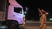 Quay đầu xe trong đêm vì không có giấy xét nghiệm Covid-19