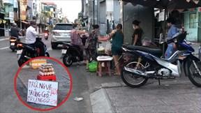Dân ngang nhiên bày bán, tụ tập giữa Sài Gòn bất chấp Chỉ thị 16