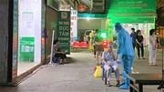 Lấy mẫu xét nghiệm trong đêm người từng đến nhà thuốc trên phố Láng Hạ
