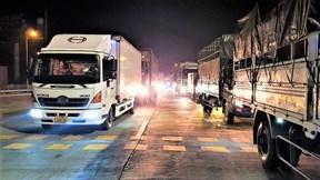 Chốt kiểm soát cửa ngõ Hà Nội ùn 2km, nhiều tài xế thiếu giấy xét nghiệm