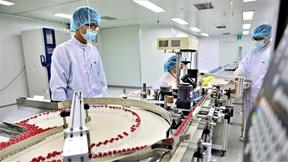 Xem tận mắt quy trình gia công, đóng ống vắc xin Sputnik V tại Việt Nam