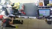Nữ nhân viên bị thanh niên kề dao vào cổ cướp hơn 9 triệu đồng