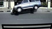Ô tô 'drift' như phim hành động trước khi lật vì tránh chó sang đường
