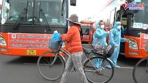 Đạp xe hơn 20 km, dân nghèo vui mừng kịp đón xe từ Sài Gòn về Phú Yên