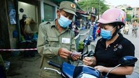 Lần đầu đi chợ bằng phiếu ở Hà Nội
