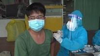 Theo chân đội tiêm vắc xin Covid-19 lưu động đầu tiên ở TP.HCM