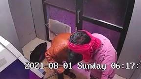 Thấy người đi thể dục sáng, hai tên trộm ATM vứt xà beng bỏ chạy