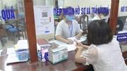 Người dân hối hả đến phường xin xác nhận giấy ra đường ở Hà Nội