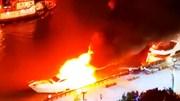 Du thuyền bốc cháy ngùn ngụt khi đang chở khách ngắm cảnh trên sông