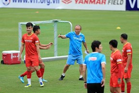 Tân binh tuyển Việt Nam được Văn Toàn tiết lộ cách 'ghi điểm' với HLV Park