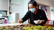Tự tay làm 2000 bánh Trung thu tặng bệnh nhi và y bác sĩ ở BV dã chiến