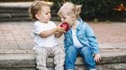 Hành động nhỏ giúp trẻ trở nên rộng lượng, nói không với ích kỷ