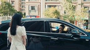 Gặp người yêu cũ lái xe sang, cô gái xin đi nhờ và cái kết bất ngờ