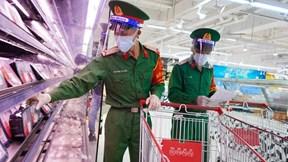 Bộ đội hào hứng 'đi chợ hộ' cho người dân Sài Gòn ngày giãn cách