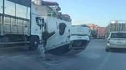 Khoảnh khắc xe ben tông xe con lật 'phơi bụng', xoay tròn trên đường