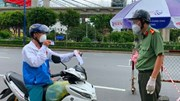 Kiểm tra gắt gao giấy đi đường mới, xe nối nhau quay đầu vì không hợp lệ