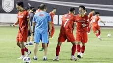 HLV Park 'chóng mặt' vì học trò thi nhau 'bắt nạt' khi chơi bóng ma