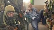 Đảo chính ở Guinea, lộ diện tổng thống bị quân nổi dậy vây quanh