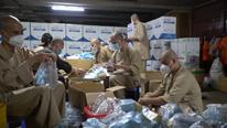 TP.HCM: Tăng ni, phật tử trao tận nơi 15.000 túi thuốc miễn phí cho F0