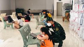 Lớp học dã chiến trong dịch Covid-19 ở TP.HCM