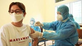 Người Hà Nội xếp hàng tiêm mũi vắc-xin Vero Cell đầu tiên