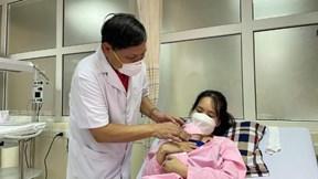 Nuôi dưỡng thành công em bé sinh non 0,4 kg, nhẹ nhất Việt Nam