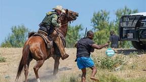 Mỹ: Lính biên phòng cưỡi ngựa xua dân di cư, trục xuất người nhập cư lậu