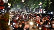 Nghìn người đổ đi chơi Trung thu, các phố quanh Hồ Gươm, Hàng Mã ùn tắc